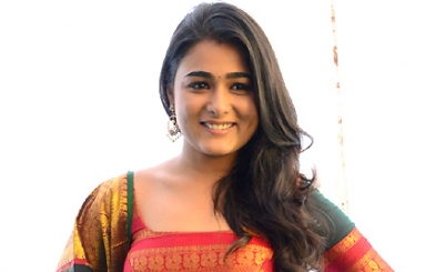 Shalini Pandey Photos