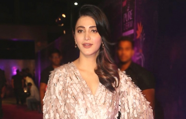 Shruti Haasan at Zee Apsara Awards Photos