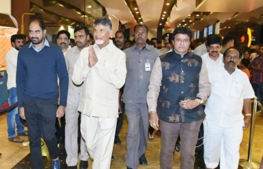 Chandrababu-Naidu-Watches-NTR-Kathanayakudu-01