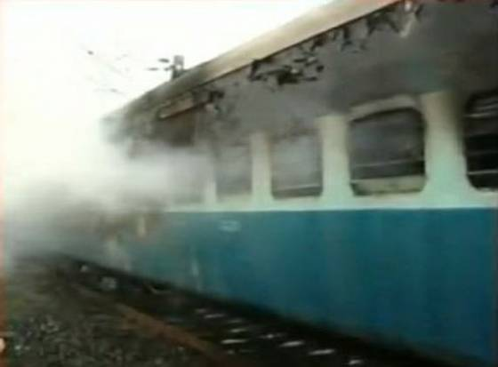Fire in Tamil Nadu Express, S-11 in ashes 