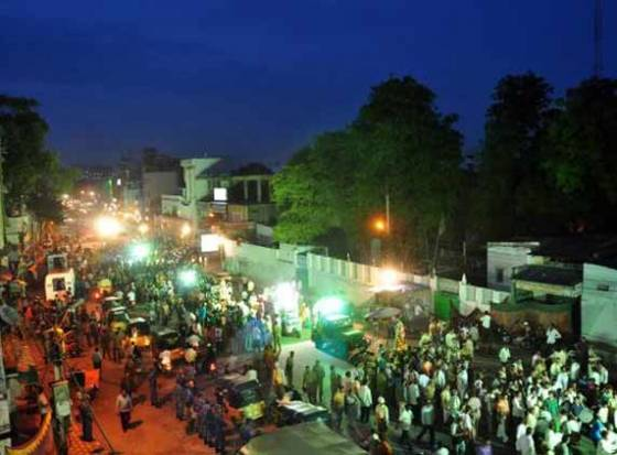 Devotees throng temples on the eve of Lal Darwaza Bonalu