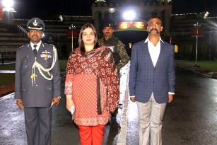 Abhinandan Varthaman Returns Back To India: Receives Warm Welcome