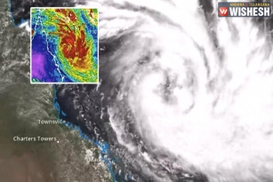 Powerful Cyclone Hits Australia's Tropical Northeast Coast