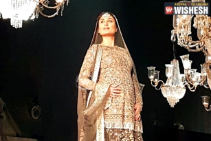 Kareena Walks Ramp with Baby Bump at LFW