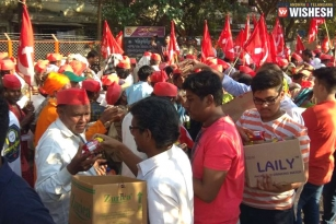 Kisan Long March: Mumbai Welcomes Farmers With Food And Flowers