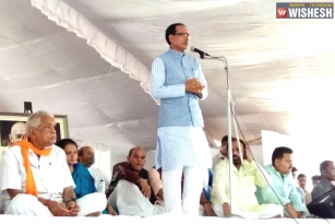 "Madhya Pradesh CM Begins His Indefinite Fast ""For Peace"""