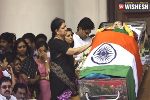 Nation Mourn the Death of Tamil Nadu CM Jayalalithaa
