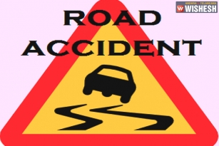 Road Accident in Khammam; 1 killed & 15 injured