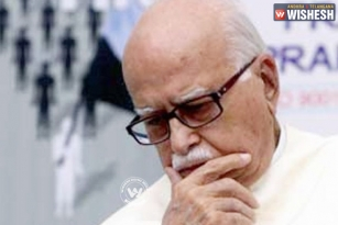 SC asked LK Advani to respond in Babri Case