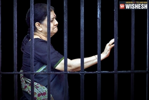 Sasikala Refused to Sit in Police Jeep, Walked all the way to the Prison