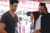Sushant Singh & Dhoni Enjoy Roadside Filter Coffee