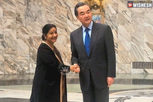 Sushma Swaraj meets Chinese counterpart