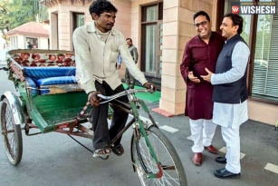 Paytm CEO Travels in Rickshaw to UP CM's Residence