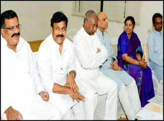 Seemandhra Union Ministers meet Advani