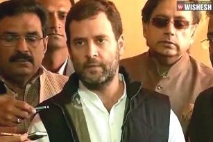 Rahul Gandhi targets Modi in Oommen Chandy invitation row