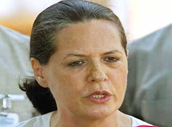 Sonia discusses poll debacle with top leaders