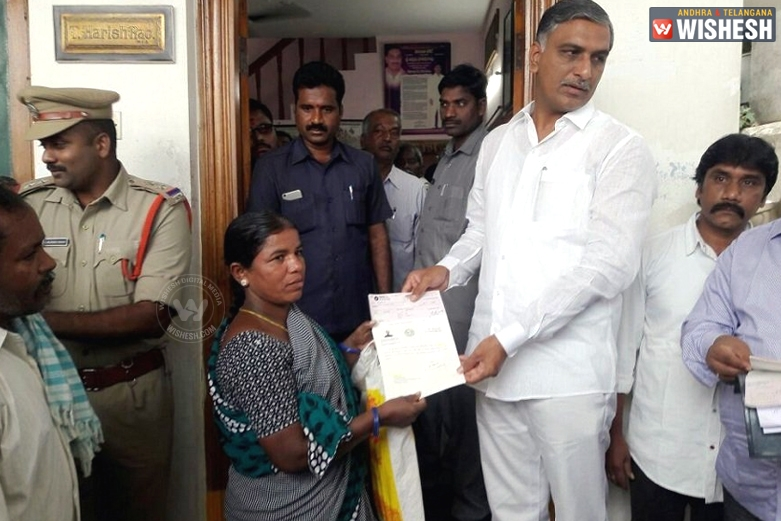 Minister Harish Rao Gives CMRF Cheques To Siddipet Beneficiaries