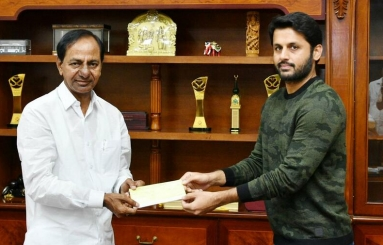 Nithin Meets KCR Photos