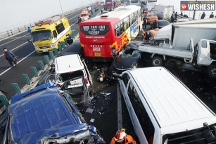 Crash of 100 cars in South Korea