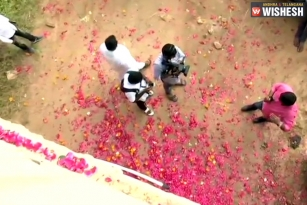 Telangana Police Flooded With Flowers at the Encounter Site