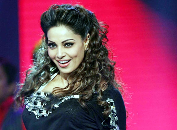Bipasha gives CCL match a miss...