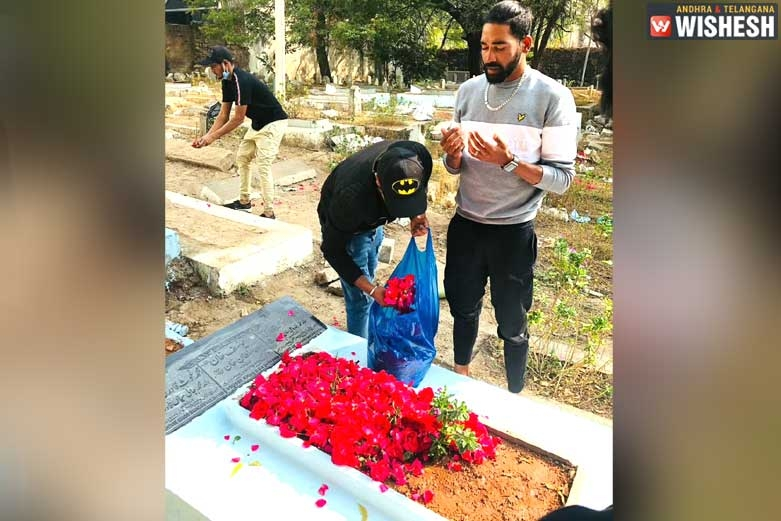 Mohammed Siraj Drives to his Father's Grave from the Airport